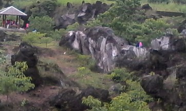 Tebing dan pagar batu Mayasih yang indah